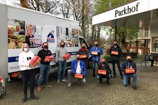 Bewoners van Parkhof ontvangen kerstpakket